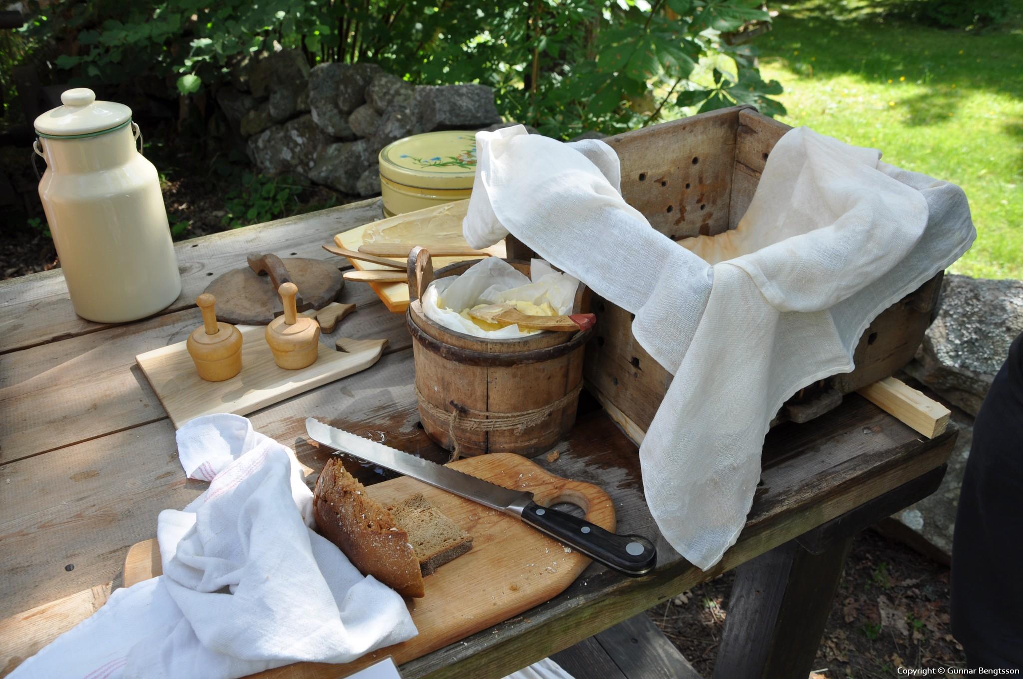 Provsmakning av smöret på bröd från Börjes konditori
