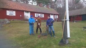 20131207 Parkstädning m Gösta, Kristin o Leif