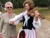 Oline Ovik med mormor Uta