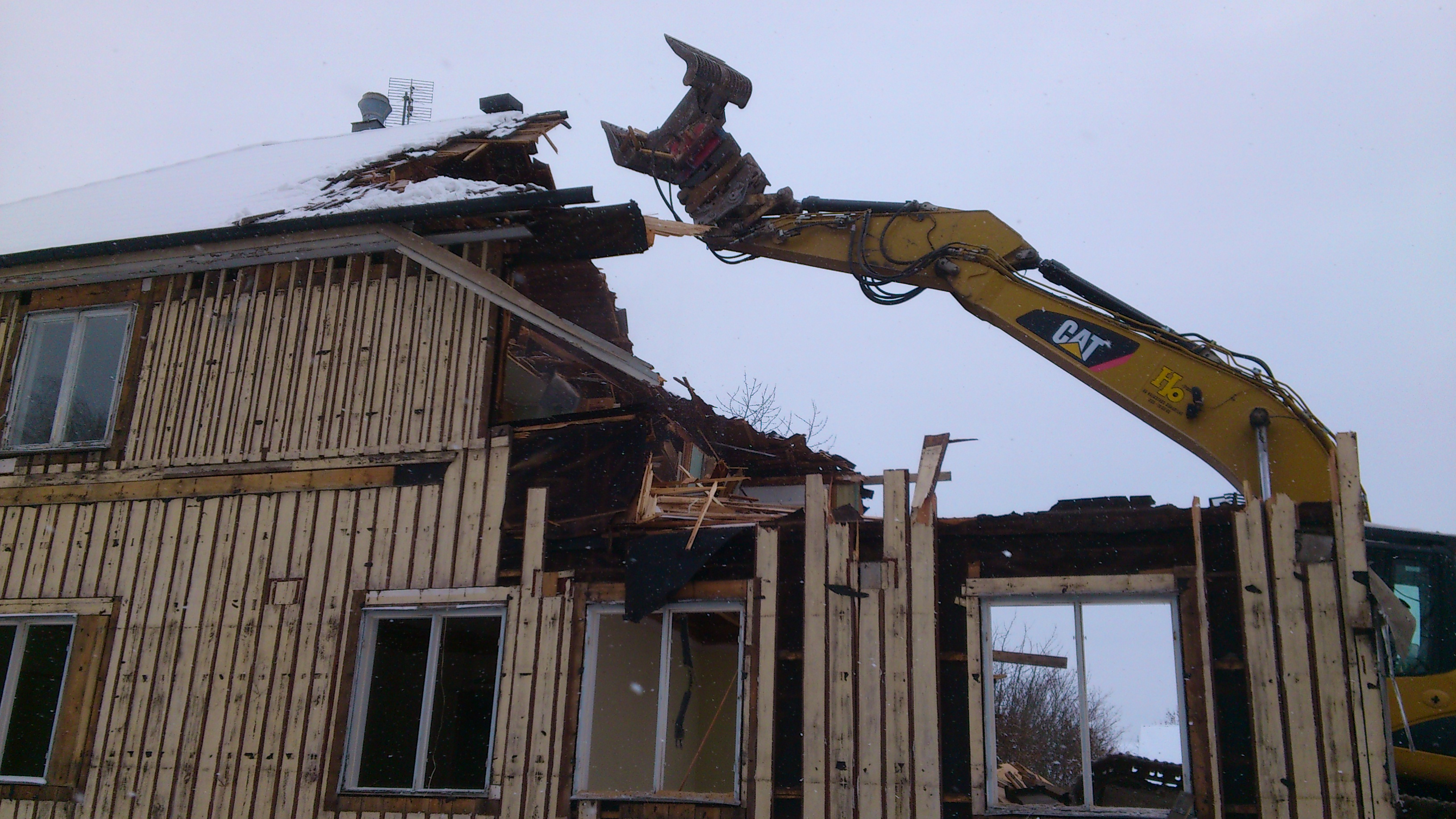 DSC_0213 Betjäningshuset o jätten Glufs GLufs 20121205