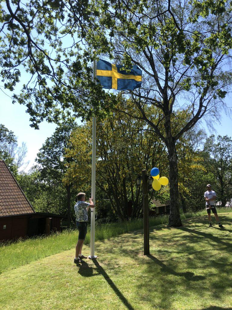 Invigning av hembygdsgårdens nya flaggstång och fana vid Särdalsstugan